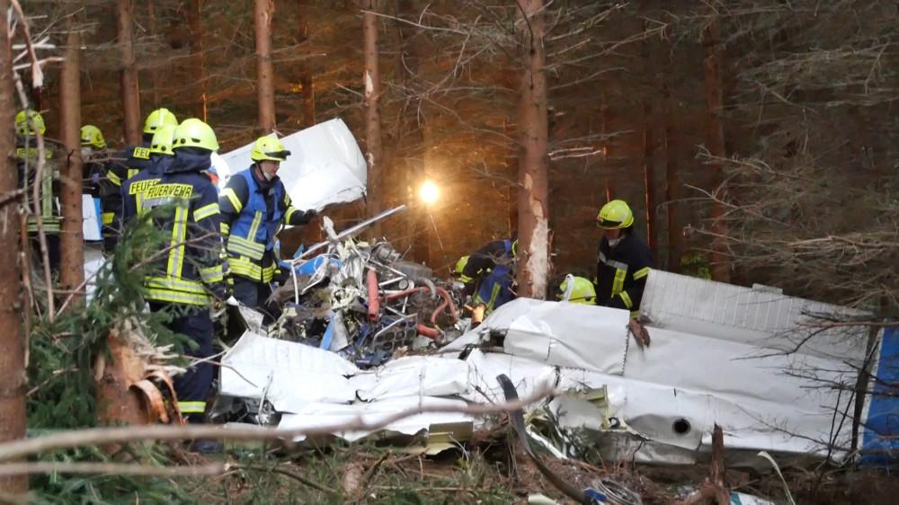 Almanya'da küçük uçak düştü: 1 ölü